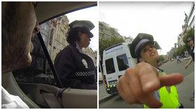 Fandíte řidiči, nebo policistce? Foto: