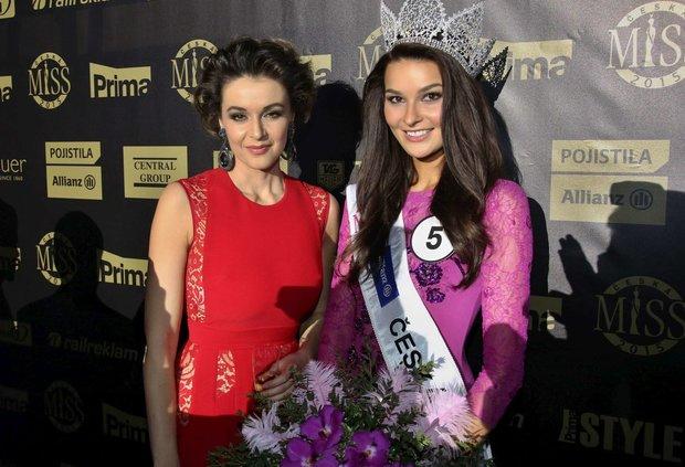 Vítězka Nikol Švantnarová po boku Ivy Kubelkové Foto: