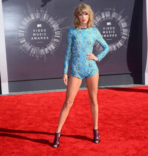 Taylor má nohy opravdu až do nebe Foto: