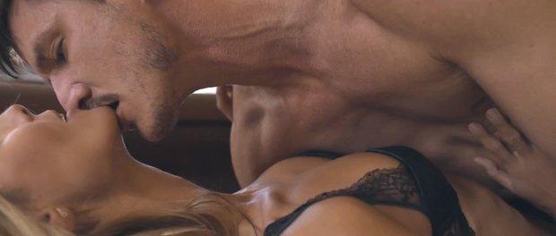 Sia má nový klip! Podívejte se na nahou Heidi Klum v náručí sexy herce z Hry o trůny! - Obrázek 2 Foto: