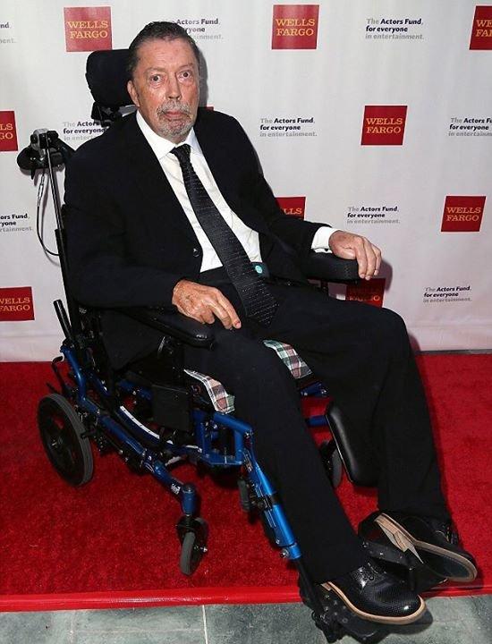 Tohle je smutný obrázek dnešních dní. Tim Curry na předávání Tony Award, které proběhlo před pár dny. Foto: