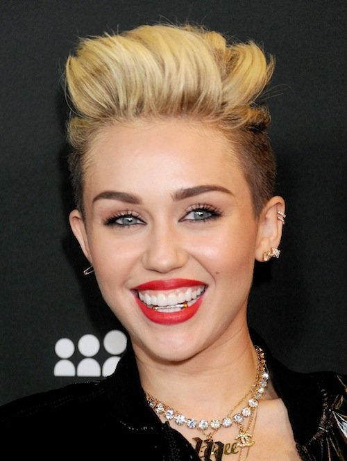 Miley má zlato na zubech... Foto: facebook