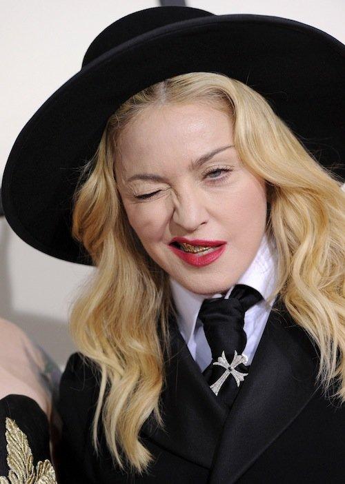 Madonna si také ozdobila úsměv... Foto: facebook