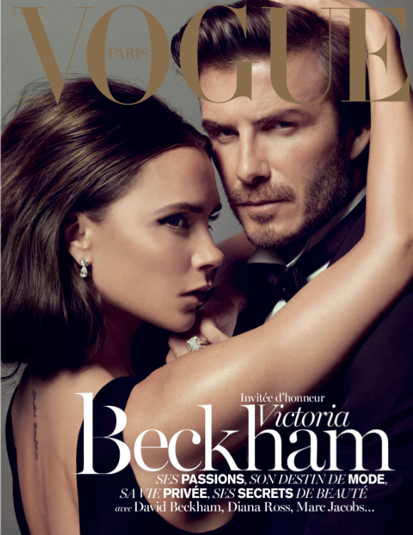 Victoria Beckham s manželem na aktuální titulce Vogue Foto: facebook