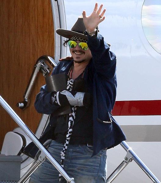 I přes zranění byl Depp v dobré náladě. Foto: