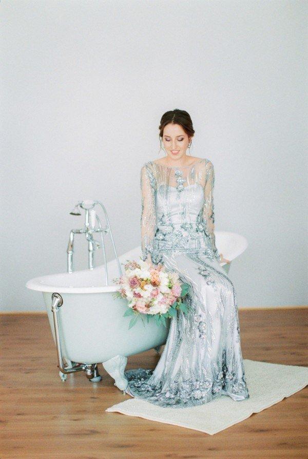 a3c49a88228 Galerie těch nejkrásnějších svatebních šatů! Ani jedny nejsou bílé ...