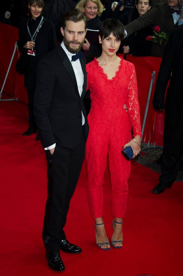 Z téhle ženy fanynky vůbec radost neměly - Jamie Dornan přivedl na červený koberec manželku Amelii Warner Foto: