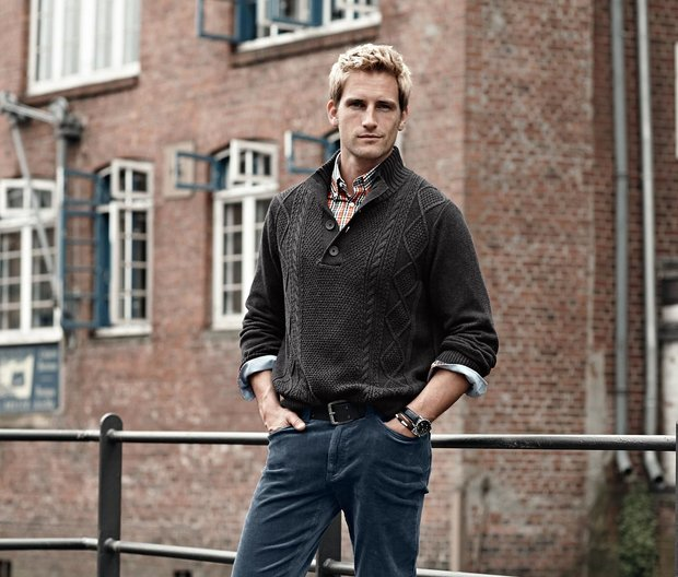 Pletený pulovr, CENA: 799 Kč; Manšestrové kalhoty: CENA: 799 Kč (vše Tchibo) Foto: