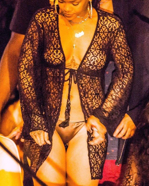 Rihanna se letos se zahalováním moc nepárala Foto: