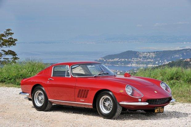 Ferrari 275 GTB/4 Steva McQueena z roku 1967 bylo vydraženo za 6 milionů liber Foto: profimedia.cz