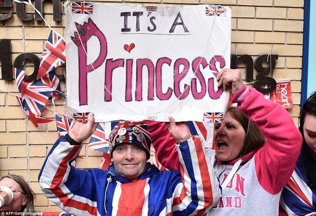 Británie slaví: Kate Middleton porodila královskou princeznu! William je podruhé otcem! - Obrázek 2 Foto: