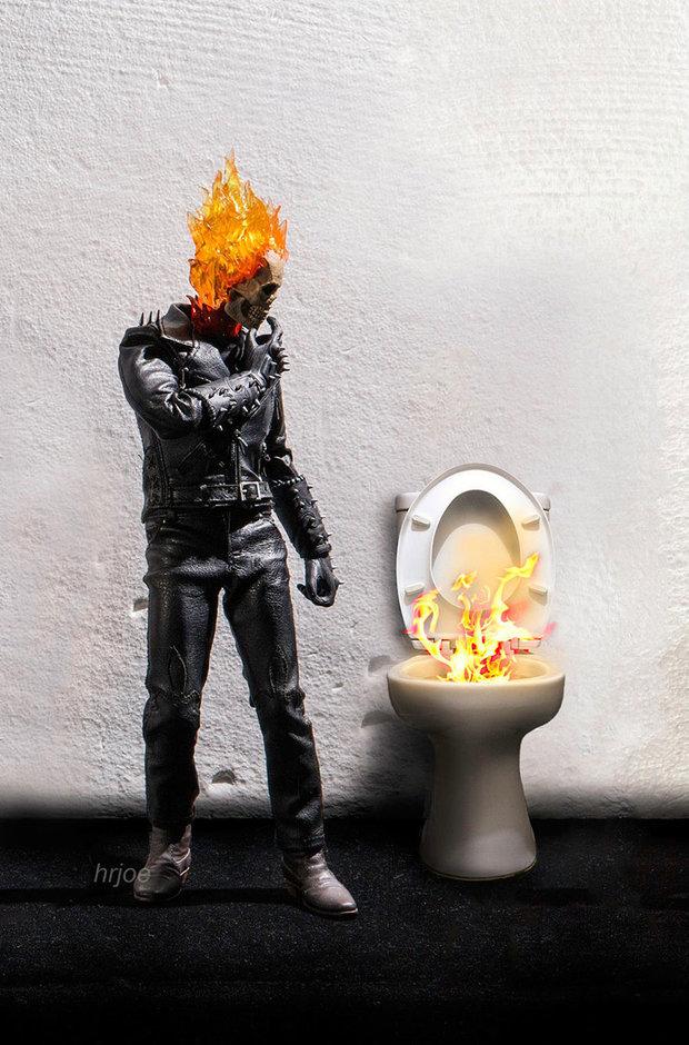 Hořící hlava, hořící záchod. To dá rozum, ne? Foto: