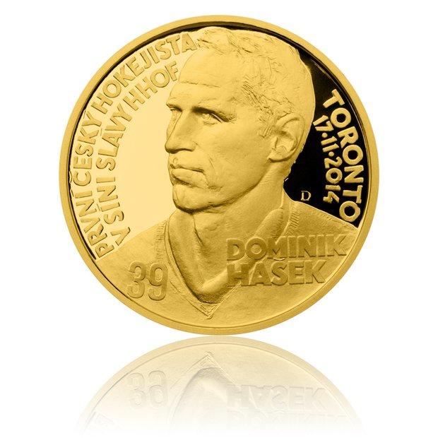 Na medaili má vyražený svůj portrét Foto:
