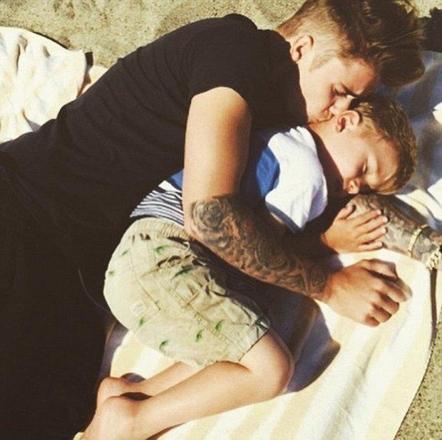 Justin Bieber se svým mladším bratrem Foto: