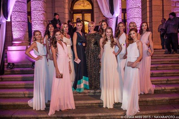 Finalistky České Miss 2015 s ředitelkou soutěže Marcelou Krplovou a patronkou Ivou Kubelkovou Foto: